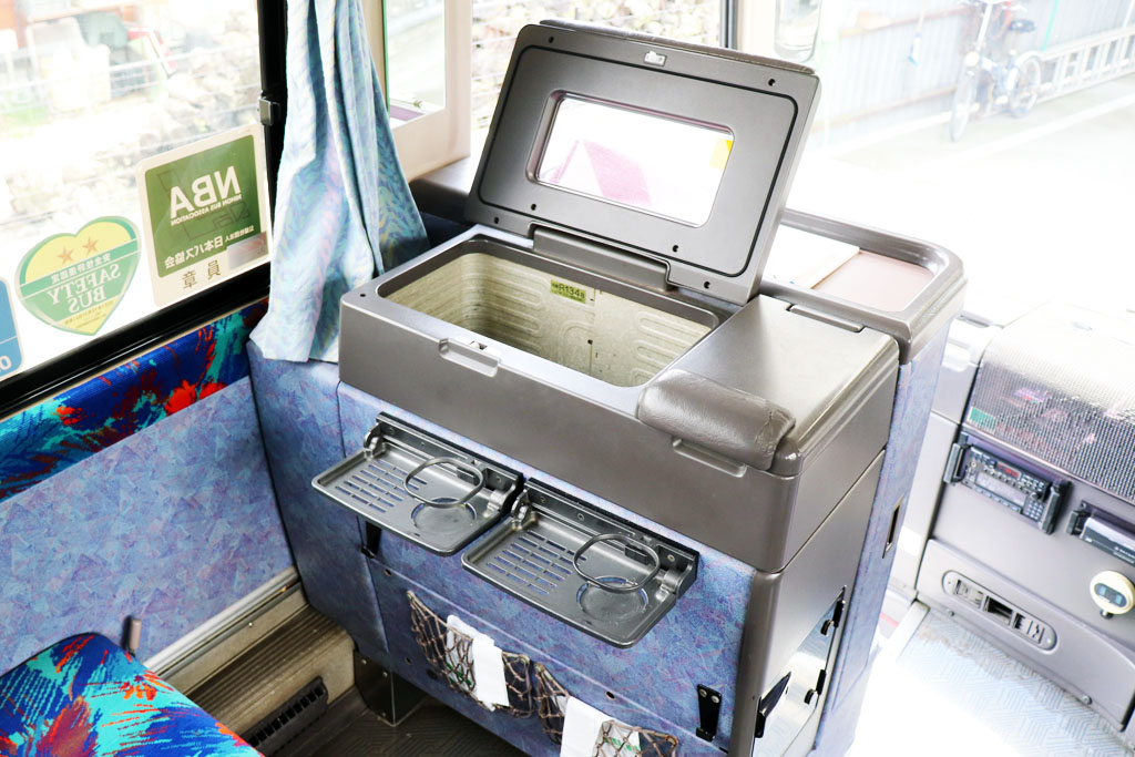 中型バスの冷蔵庫