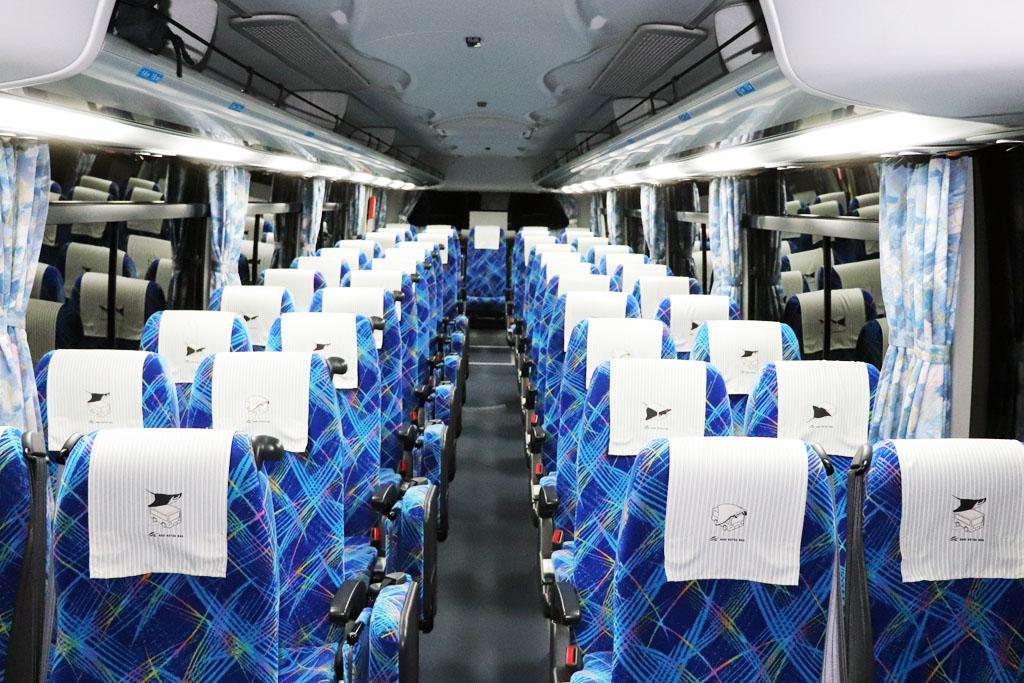 大型サロンバスの座席配置