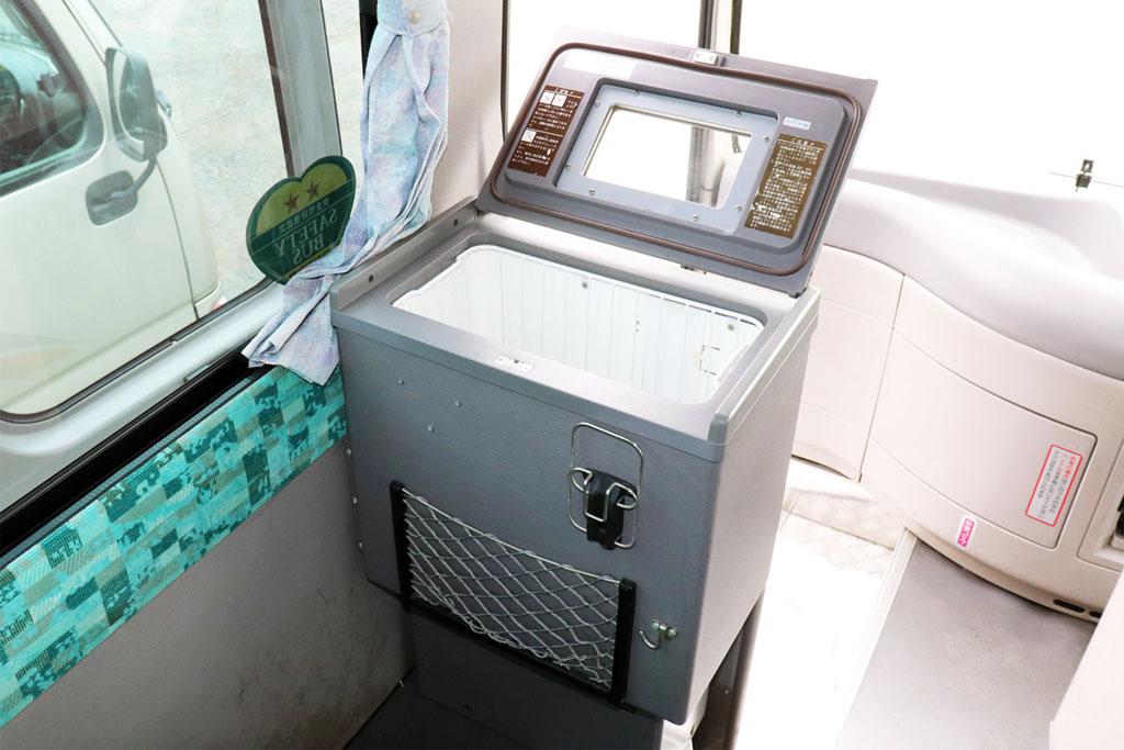 小型バスの冷蔵庫