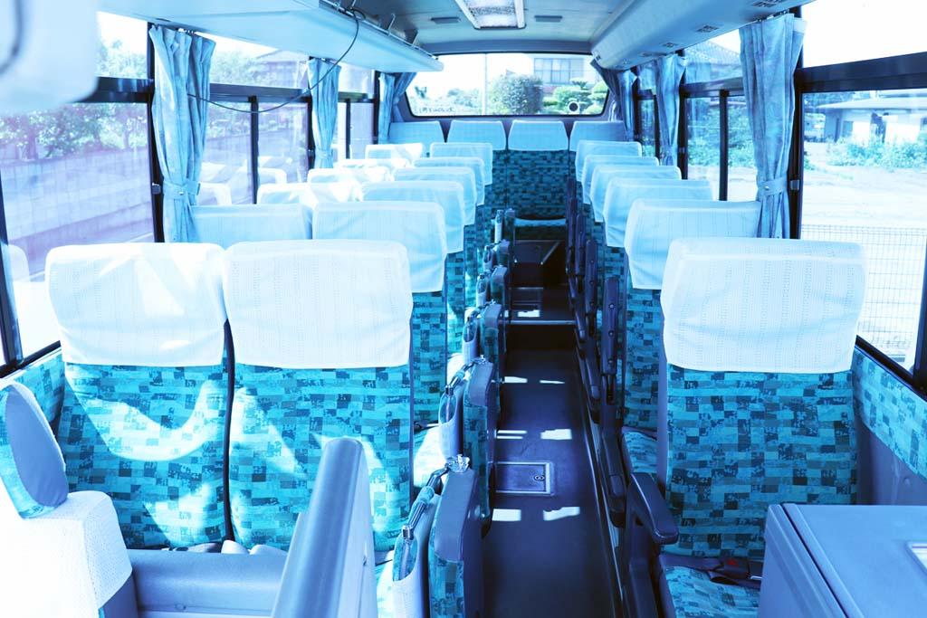 小型バスの座席配置