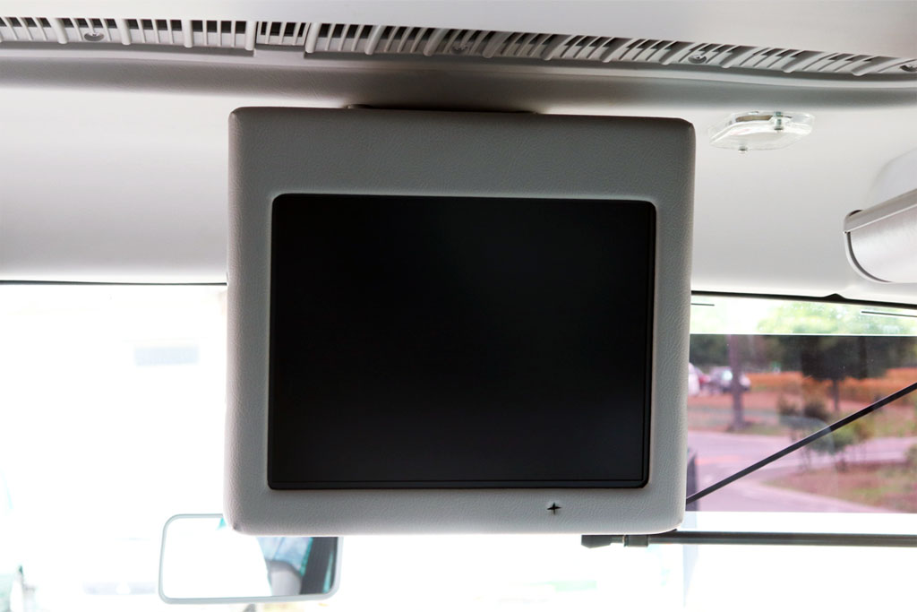 小型バスのテレビモニター