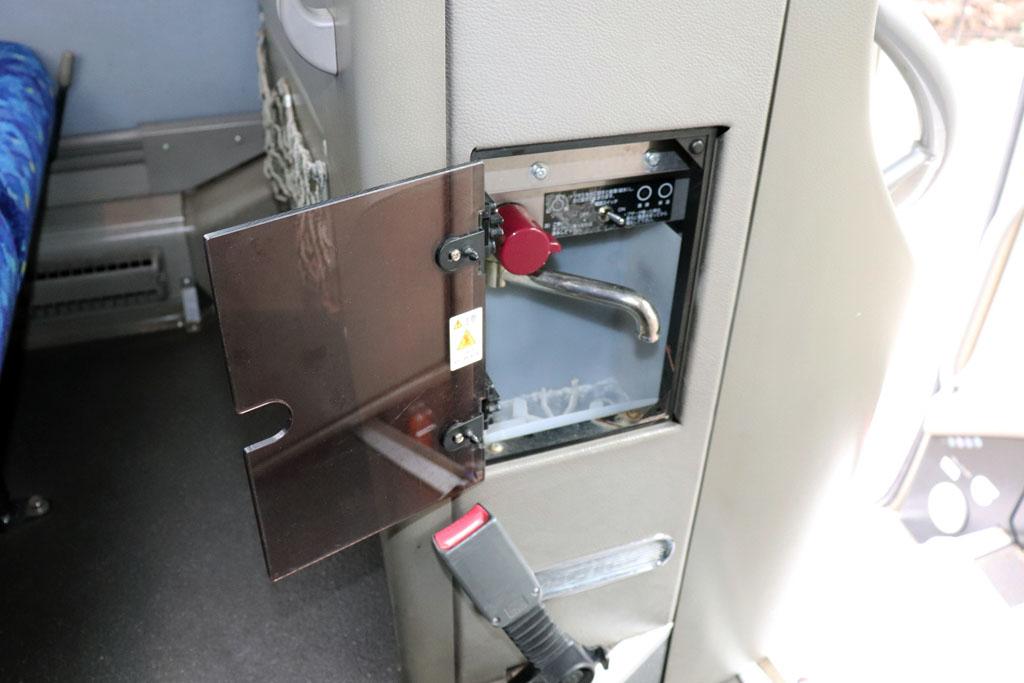 トイレ付き大型バスの湯沸かし器