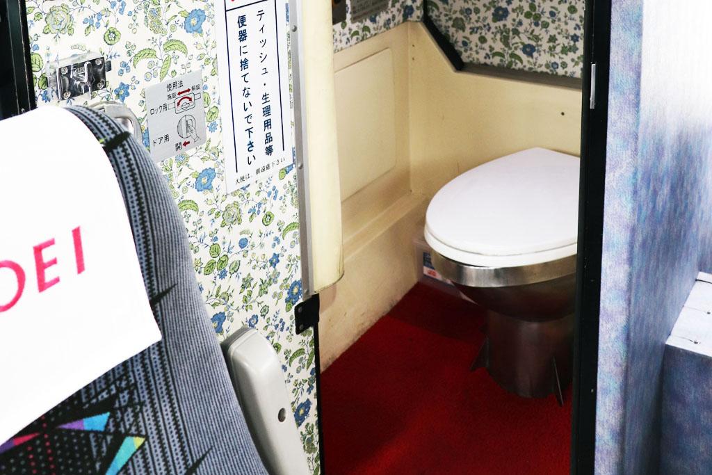 トイレ付き大型バスのトイレ